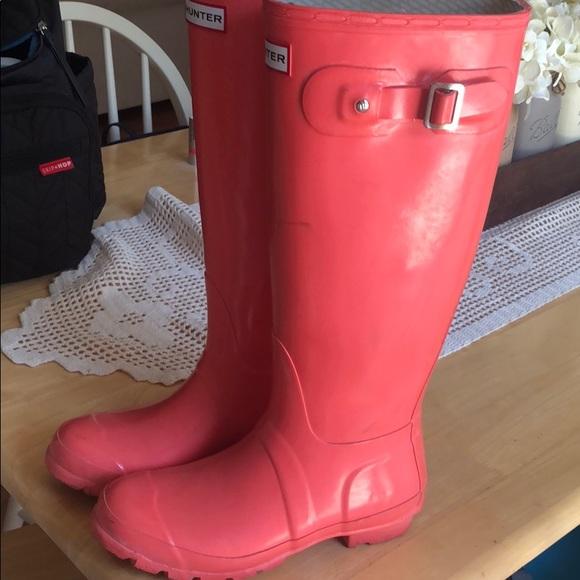 e5aefd5a15c9 Hunter Shoes   Coral Winter Boots   Poshmark